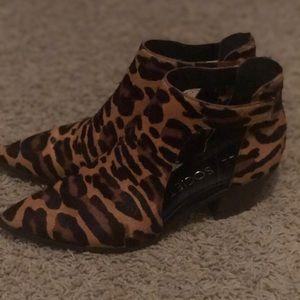 Sole Society Lanette Leopard Booties Sz 9/40